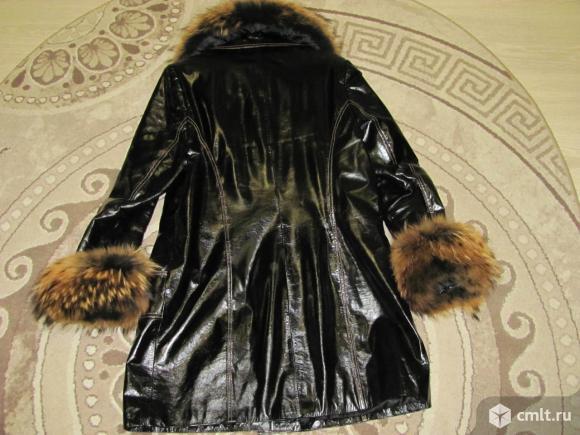Демисезонная куртка с пояском.. Фото 3.