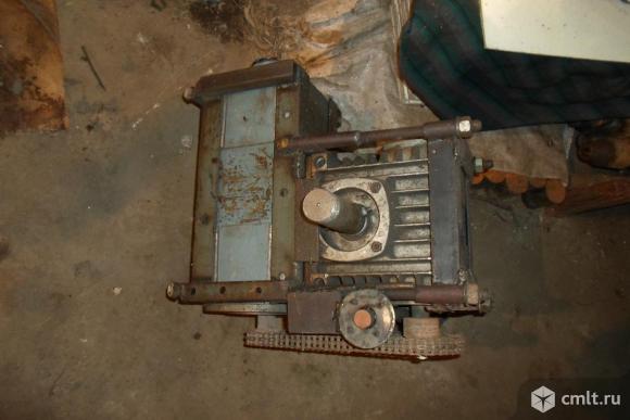 Редуктор угловой Мотор постоянного тока 220В. Фото 1.