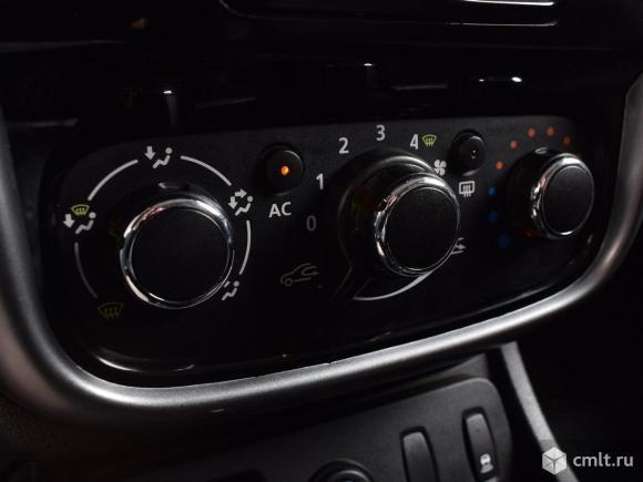 Renault Duster - 2013 г. в.. Фото 8.