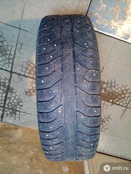 Резина зима шипы 215 65 р16 бриджстоун. Фото 2.
