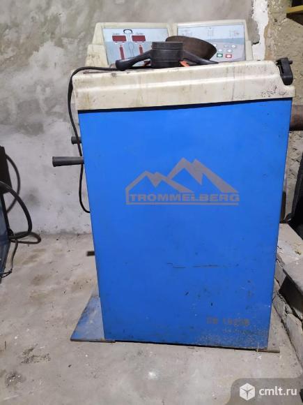 Оборудование для шиномонтажа. Фото 1.