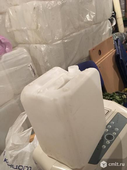 Пластиковые канистры 10,8 л. Новые с крышками.. Фото 1.