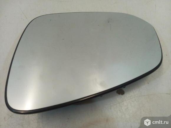 Зеркальный элемент левый TOYOTA RAV4 13- 8794042B90. Фото 1.