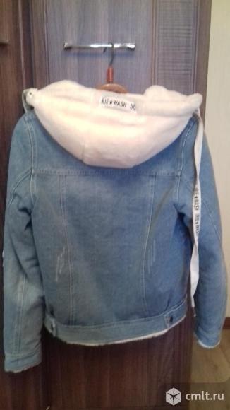 Продаю джинсовую на меху куртку. Фото 3.
