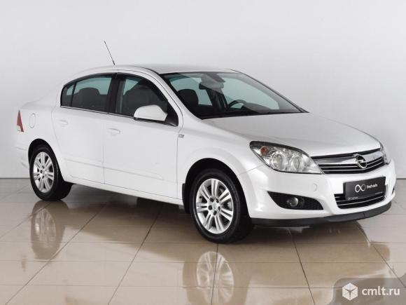 Opel Astra - 2012 г. в.. Фото 1.