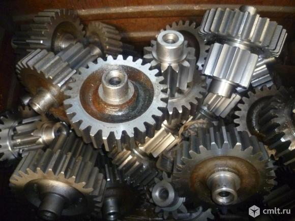 Шестерни 60-19-1, 60-19-2, 19216,  20-19-24, 50-19-144СП заводские на бортовые редуктора бульдозера. Фото 1.