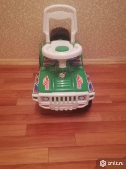 Машинка-каталка. Фото 1.