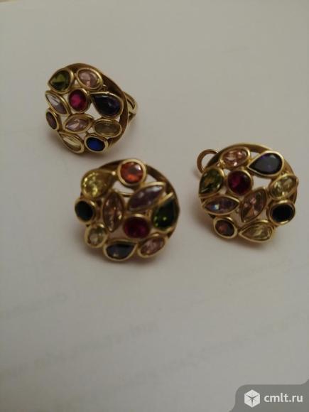 Комплект из золота с камнями. Фото 1.