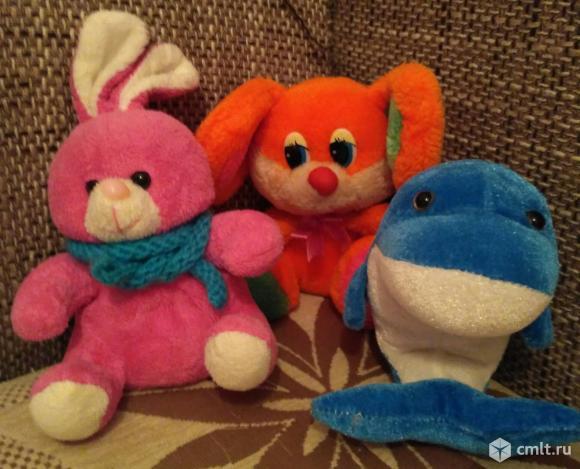 Мягкие игрушки - Зайка, Мышка и Дельфин. Фото 1.