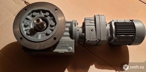 Мотор-редуктор  KAF57 (Sew-Eurodrive) из наличия. Фото 3.