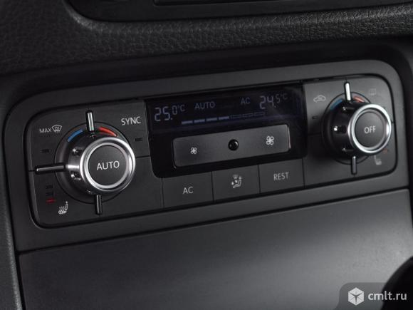 Volkswagen Touareg - 2012 г. в.. Фото 8.