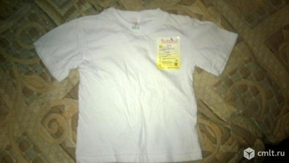 Белая футболка. Фото 1.