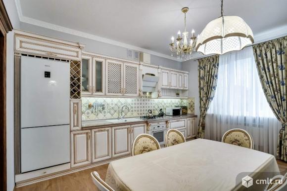 Продается: дом 216 м2 на участке 4.7 сот.. Фото 1.