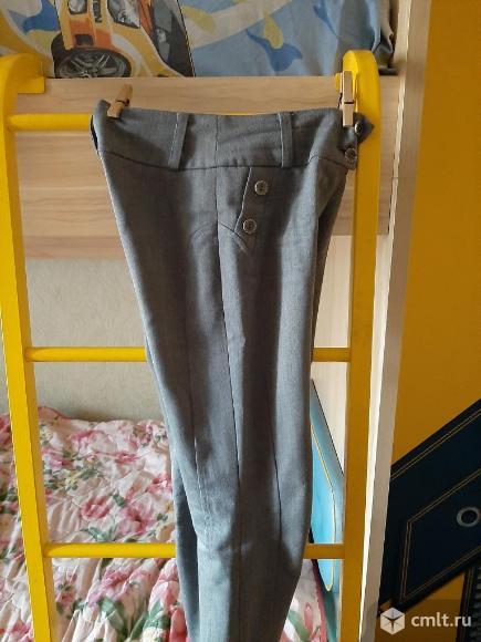 Школьные брюки для девочки. Фото 3.