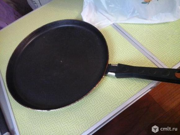 Блинница (сковородка такая) чуть-чуть бу. Фото 1.