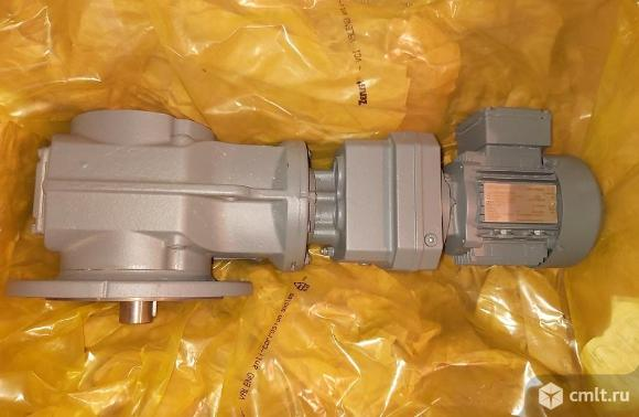 Мотор-редуктор  KAF57 (Sew-Eurodrive) из наличия. Фото 1.