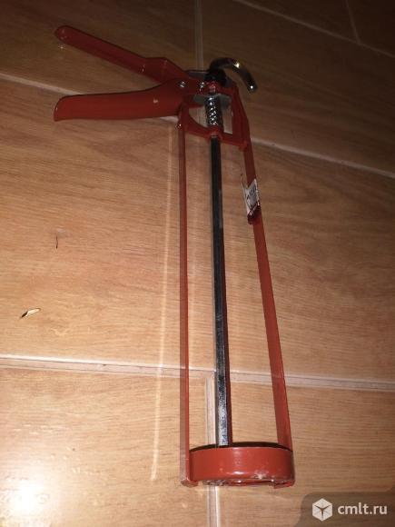 Пистолет для силикона клея. Фото 3.
