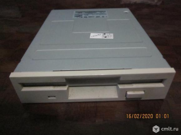 Дисковод для floppy  дискет. Фото 1.