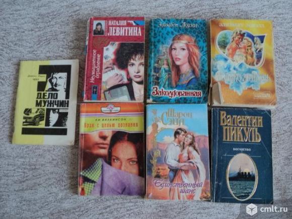 Книги детективы и любовные романы. Фото 1.