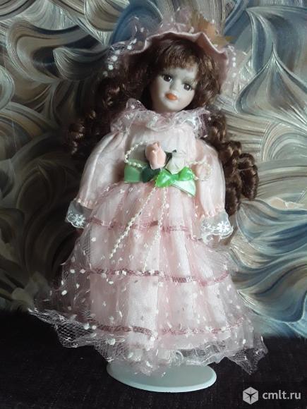Кукла на металлической подставке.. Фото 1.