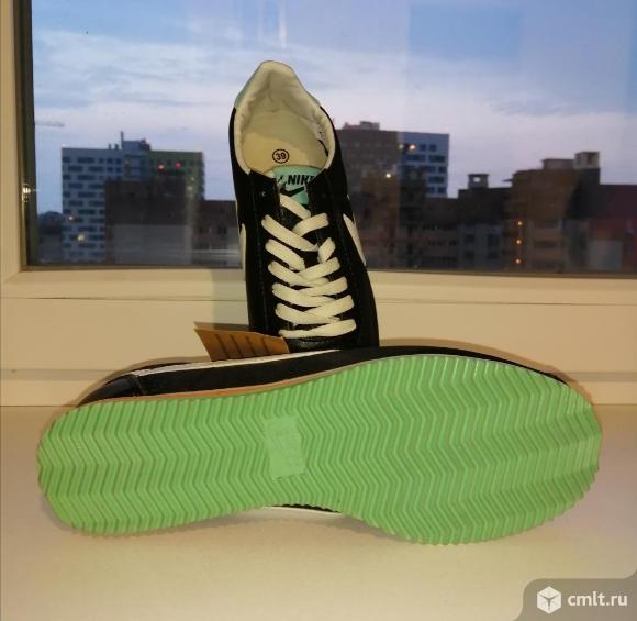 Кроссовки Nike. Фото 3.