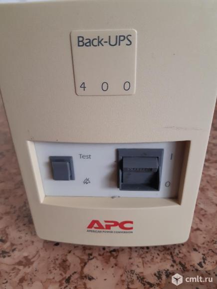 Бесперебойник APC Back-UPS 400i в комплекте с аккумулятором. Фото 1.