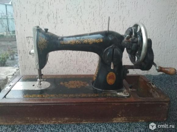 """Продам швейную машинку """"Подольск 2м"""" с ручным приводом. Фото 1."""