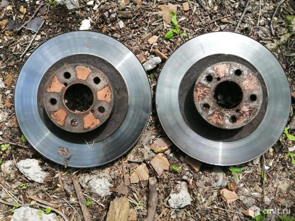 Передние тормозные диски для Субару Оутбек. Фото 1.
