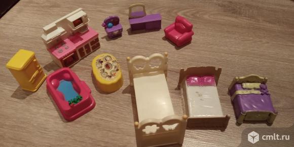Маленькие куклы и мини мебель для маленьких кукол. Фото 7.