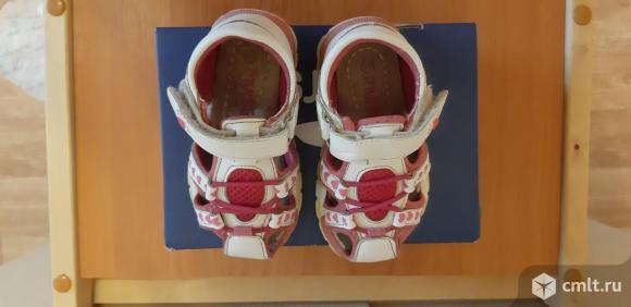 Летние сандалии для девочки 22 размера. Фото 1.