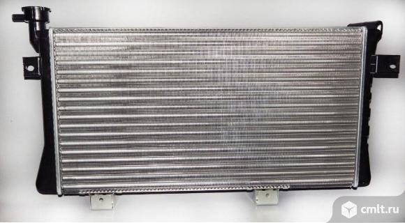 Радиатор охлаждения ВАЗ 21214 Нива. Фото 1.
