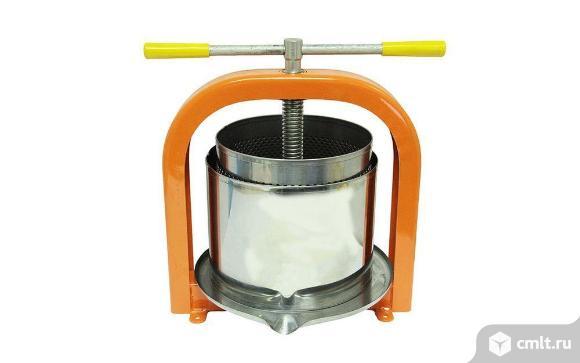 Соковыжималка Пресс-винтовой соковыжималка 10 литров ЛАН. Фото 1.