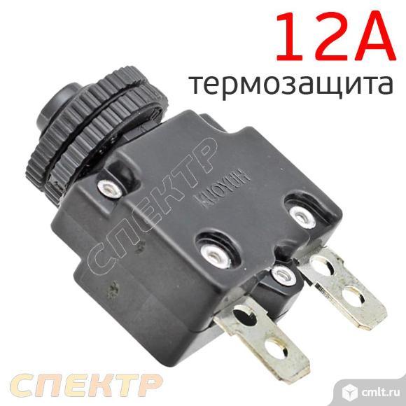 Кнопка термозащиты (12А) отключения компрессора. Фото 1.
