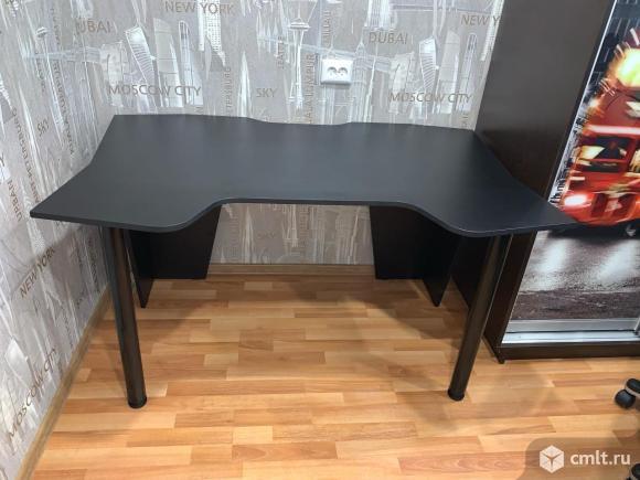 Игровой компьютерный стол. Фото 1.