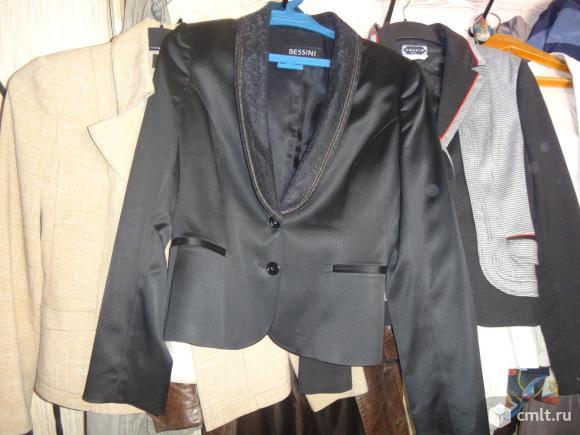 Продаю свой гардероб - пиджаки, блузки, платья.. Фото 1.