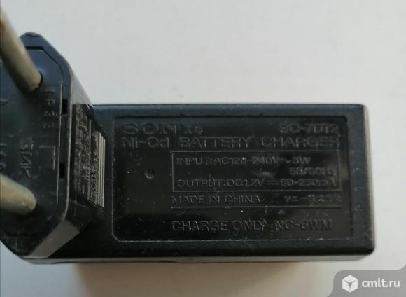 Зарядное устройство Sony. Фото 1.