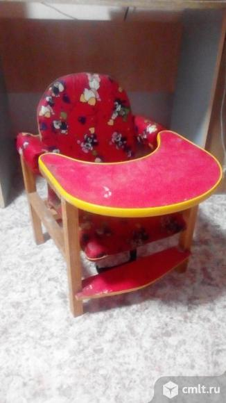Стол-стул для кормления детский, мягкие детали красного цв. Фото 1.