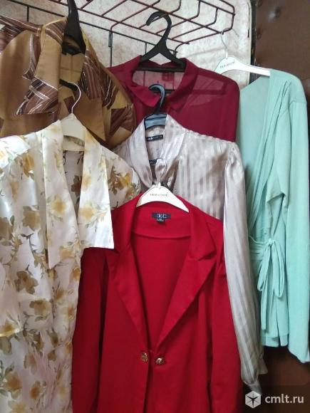 Блузки женские и пиджак. Фото 1.