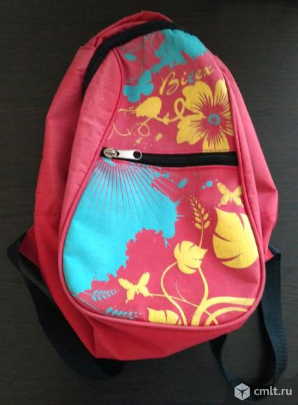 Красный рюкзак. Фото 1.