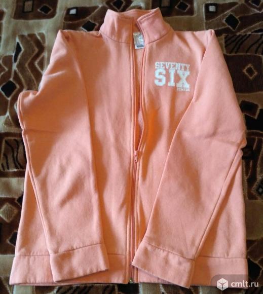 Спортивная кофта персикового цвета. Фото 1.