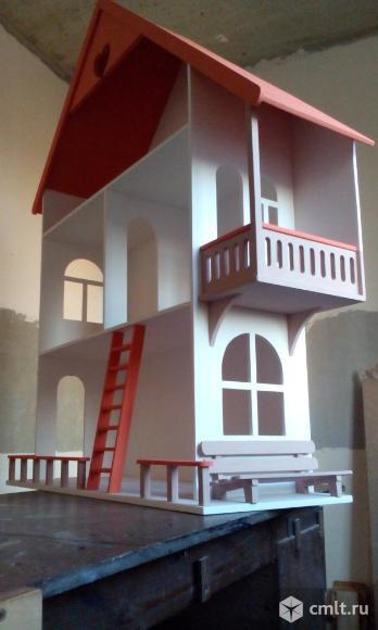 Кукольный домик со скамейкой. Фото 1.
