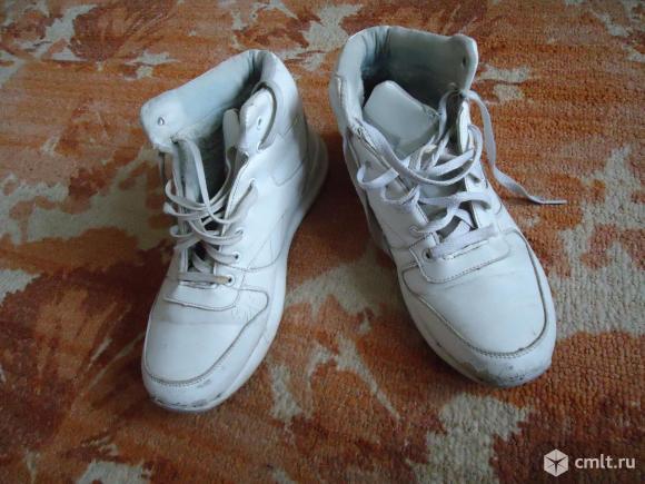 Кроссовки мужские р-р 40-41 цвет белый. Фото 1.