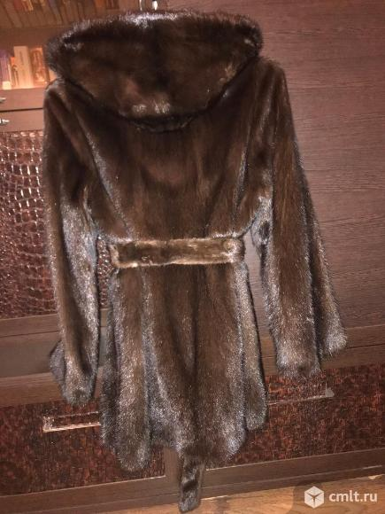Темно-коричневая норковая шуба. Фото 2.