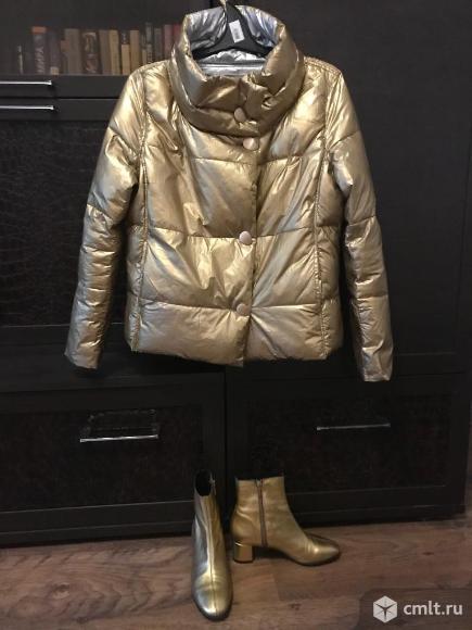 Куртка и ботильоны золотого цвета. Фото 1.