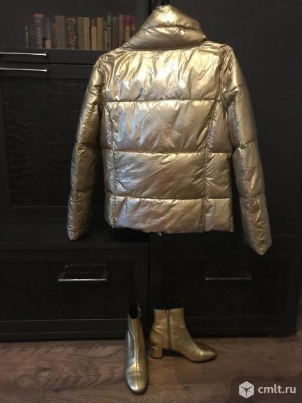 Куртка и ботильоны золотого цвета. Фото 2.