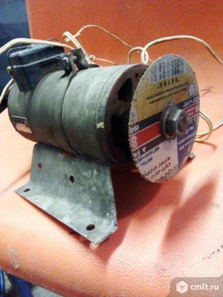 Электродвигатель 12 вольт 90 ватт DDR. Фото 3.