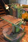 Фрезерный широкоуниверсальный станок ФС-250-02, размер стола 620*250 мм, габариты станка: 1150*1100*1600 мм, вес 665 кг.