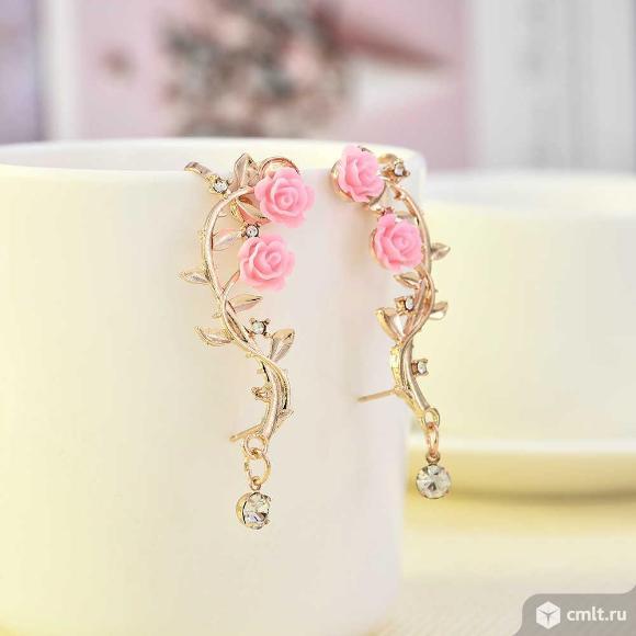 Серьги с розовым листом розы. Фото 1.