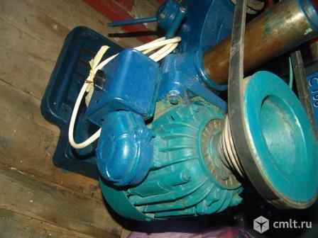 Верстак в гаражик, тиски, станок. Фото 3.