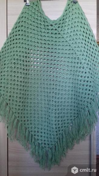 Пончо вязаное зеленое новое женское, с кистями, 600 р. Фото 1.